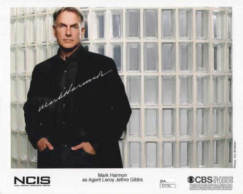 MARK HARMON HAND SIGNED 8x10 COLOR PHOTO       AWESOME POSE FROM NCIS      JSA