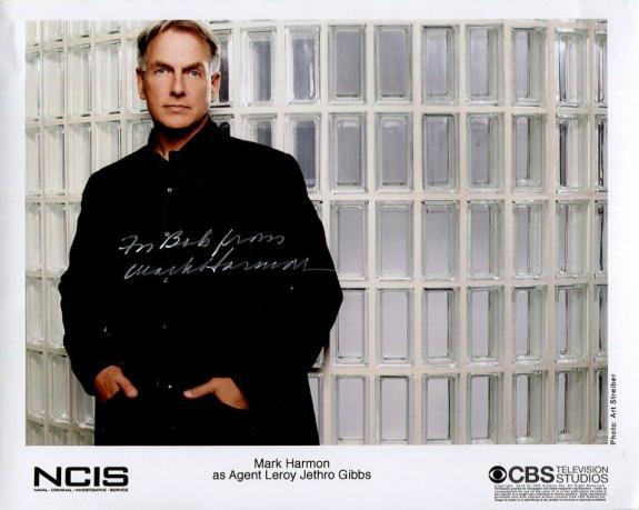 MARK HARMON HAND SIGNED 8x10 COLOR PHOTO+COA       GREAT POSE    NCIS     TO BOB