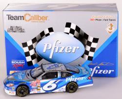 Mark Martin #6 Pfizer NASCAR 1:24 Diecast Car