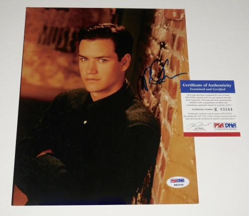 Mark-paul Gosselaar Autographed 8x10 Color Photo (saved By The Bell) - Psa Dna!