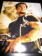 MARK WAHLBERG SIGNED AUTOGRAPH 8x10 PHOTO TRANSFORMERS PROMO AGE OF EXTINCTION G