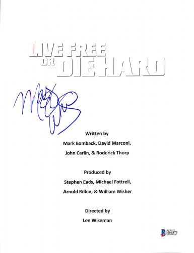 Mary Elizabeth Winstead Signed Live Free Or Die Hard Script Cover BAS #H66375