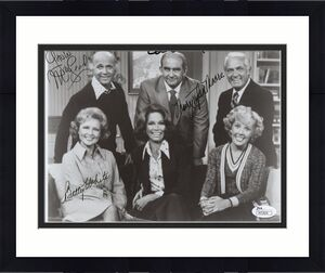 MARY TYLER MOORE SHOW HAND SIGNED 8x10 CAST PHOTO      4 SIGNED   RARE       JSA