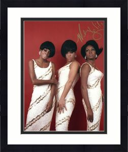 MARY WILSON HAND SIGNED 8x10 COLOR PHOTO+COA      AMAZING POSE    THE SUPREMES