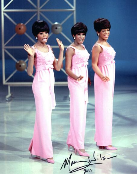 MARY WILSON HAND SIGNED 8x10 COLOR PHOTO+COA      ON STAGE WITH THE SUPREMES