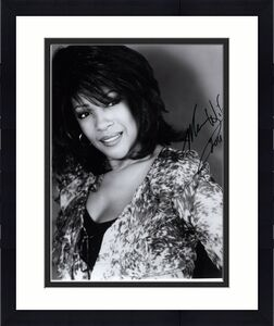 MARY WILSON HAND SIGNED 8x10 PHOTO+COA      BEAUTIFUL SINGER       THE SUPREMES