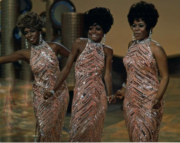 MARY WILSON HAND SIGNED 8x10 PHOTO+COA     IN CONCERT POSE    THE SUPREMES