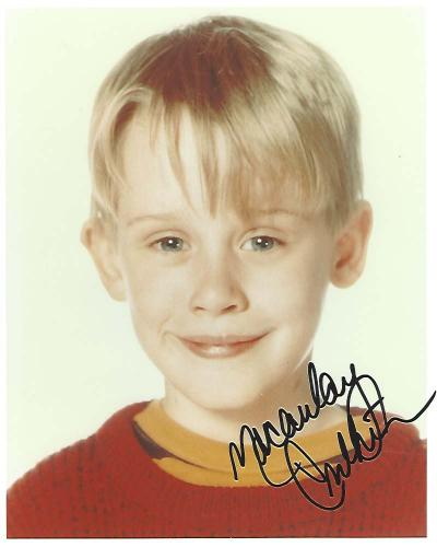 """MCCAULAY CULKIN as KEVIN MCCALLISTER in """"HOME ALONE"""" Was Voted as No.2 Child Star only Behind SHIRLEY TEMPLE - Signed 8x10 Color Photo"""