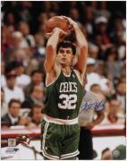 """Boston Celtics Kevin McHale Autographed 16"""" x 20"""" Photo"""