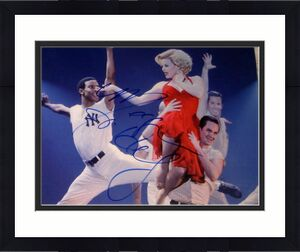 "Megan Hilty Signed Autograph Brand New ""smash"" Musical 8x10 Performing Photo Coa"
