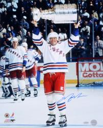 Mark Messier New York Rangers Autographed 16'' x 20'' Cup Overhead Photograph - Mounted Memories