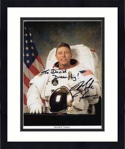 MICHAEL FOSSUM HAND SIGNED 8x10 PHOTO+COA       GREAT NASA ASTRONAUT    TO DAVID