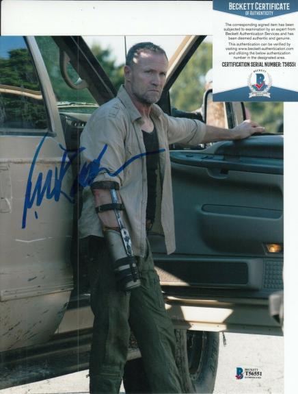 MICHAEL ROOKER signed (THE WALKING DEAD) Merle Dixon 8X10 photo BECKETT T56551