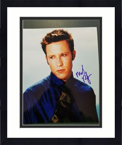 Michael Rosenbaum Autographed 8x10 photo -- Pose 1