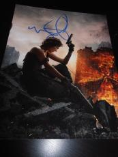 MILLA JOVOVICH SIGNED AUTOGRAPH 8x10 PHOTO RESIDENT EVIL 2 PROMO IN PERSON COA E
