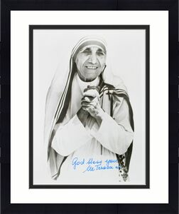 """Mother Teresa """"God Bless You"""" Signed 8x10 B&W Photo BAS #A57297"""