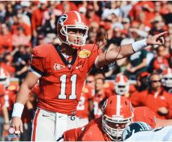 Aaron Murray Georgia Bulldogs Autographed 16'' x 20'' Pointing Photograph with Go Dawgs Inscription - Mounted Memories