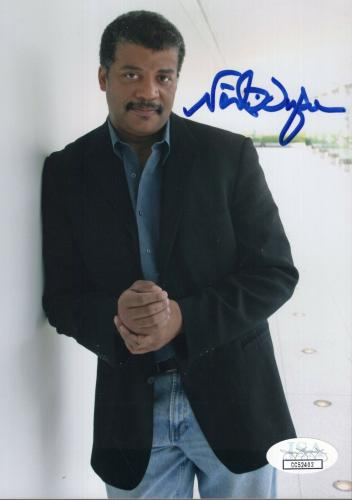 NEIL DEGRASSE TYSON HAND SIGNED 5x7 COLOR PHOTO           AWESOME POSE       JSA