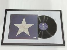 """Neil Young Signed Framed """"hawks & Doves"""" Lp Album Csny Legend Jsa Loa"""