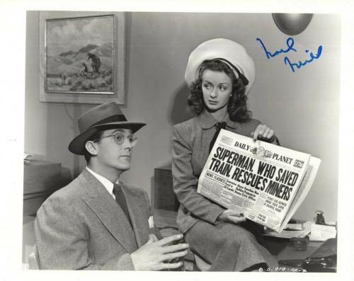 NOEL NEILL HAND SIGNED 8x10 PHOTO+COA      GREAT POSE WITH CLARK KENT   SUPERMAN
