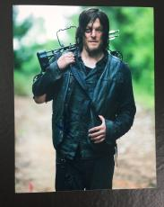 NORMAN REEDUS SIGNED AUTO THE WALKING DEAD DARYL DIXON 8x10 PHOTO PROOF COA 19