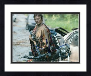 NORMAN REEDUS signed (THE WALKING DEAD) TWD *DARYL DIXON* 8X10 photo W/COA #DD2