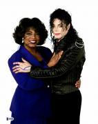 """Oprah Winfrey Autographed 11"""" x 14"""" Hugging Michael Jackson  Photograph - Beckett COA"""