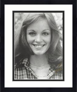 """PAMELA SUE MARTIN - Best Known as Detective NANCY DREW on TV Series """"THE HARDY BOYS/NANCY DREW MYSTERIES"""" and FALLON CARRINGTON COLDY on """"DYNASTY"""" Signed 8x10 B/W Photo"""