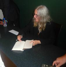 """Patti Smith Signed Book """"auguries Of Innocence"""" With Jsa Coa And Photo Proof"""