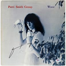 """Patti Smith """"wave"""" Signed Album Cover Psa/dna Authenticated Y45859"""