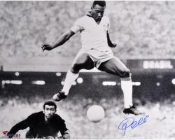 "Pele Brazil Autographed 16"" x 20"" Horizontal Scoring Photograph"