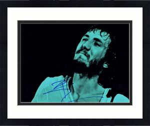 Pete Townshend Signed - Autographed THE WHO Guitarist 11x14 inch Photo - Guaranteed to pass BAS