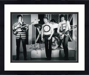 PETE TOWNSHEND signed (THE WHO) GUITARIST MUSIC 8X10 photo W/COA #8
