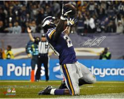 Adrian Peterson Minnesota Vikings Autographed 16'' x 20'' Horizontal On Knees Photograph - Mounted Memories