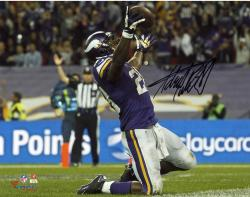 Adrian Peterson Minnesota Vikings Autographed 8'' x 10'' Horizontal On Knees Photograph - Mounted Memories