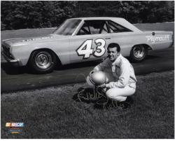 Richard Petty Autographed 8'' x 10'' Kneeling B&W Photograph - Mounted Memories