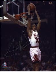 NBA Chicago Bulls Scottie Pippen Autographed 8'' x 10'' Photo - - Mounted Memories