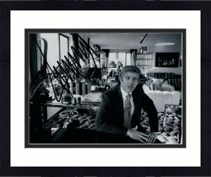 45TH PRESIDENT DONALD TRUMP SIGNED AUTOGRAPH 8x10 PHOTO - YOUNG PHOTO, 2024 MAGA