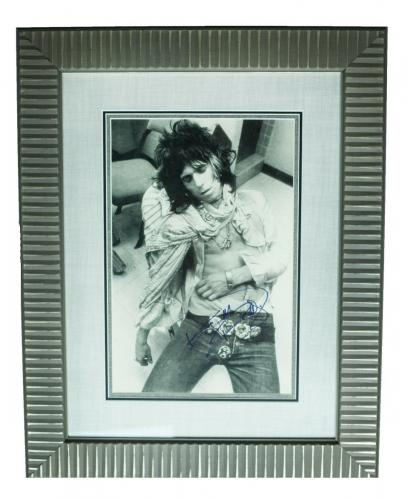 RARE- KEITH RICHARDS (Rolling Stones) signed Vintage 11x17 photo framed display