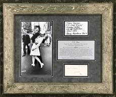 RARE-VJ Day Sailor Kissing Nurse GEORGE MENDONSA/GRETA signed framed display-JSA