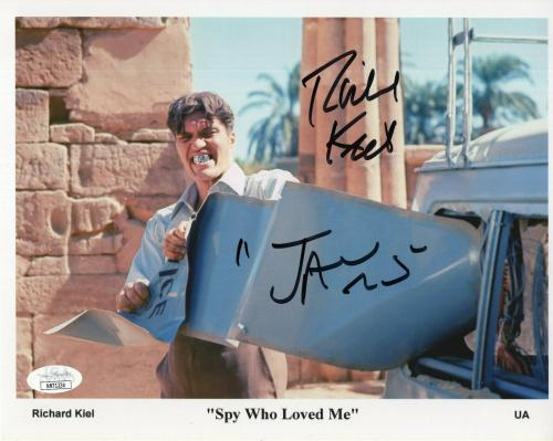 RICHARD KIEL HAND SIGNED 8x10 PHOTO    AMAZING POSE AS JAWS     JAMES BOND   JSA