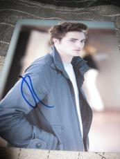 ROBERT PATTINSON SIGNED AUTOGRAPH 8x10 PHOTO BREAKING DAWN PROMO IN PERSON D
