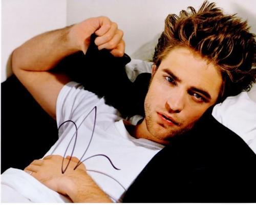 Robert Pattinson Signed - Autographed TWILIGHT Actor - Team Edward 8x10 inch Photo - Guaranteed to pass PSA or JSA