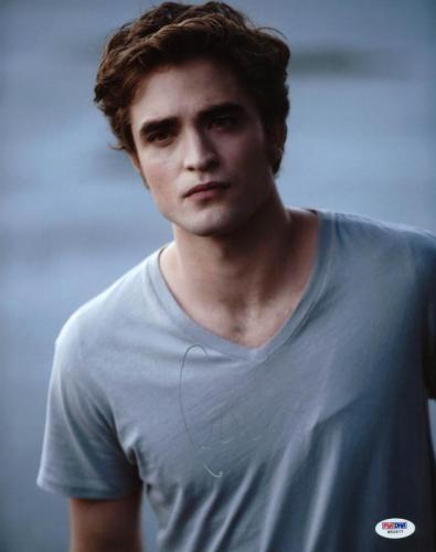 Robert Pattinson Twilight Signed 11X14 Photo PSA/DNA #W52677