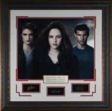 Robert Pattinson unsigned Cast Photo Twilight 31x32 Engraved Signature Series Leather Framed (entertainment photo)