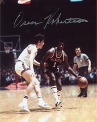 Fanatics Authentic Autographed Oscar Robertson Milwaukee Bucks 8'' x 10'' Dribbling Defended Photograph