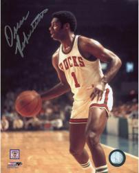 Fanatics Authentic Autographed Oscar Robertson Milwaukee Bucks 8'' x 10'' Dribbling Solo Photograph