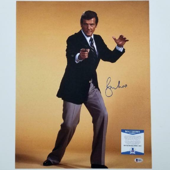 Roger Moore James Bond 007 signed 16x20 photo #2 Autograph ~ Beckett BAS COA