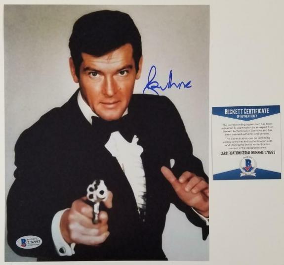 Roger Moore James Bond 007 signed 8x10 photo Autograph ~ Beckett BAS COA