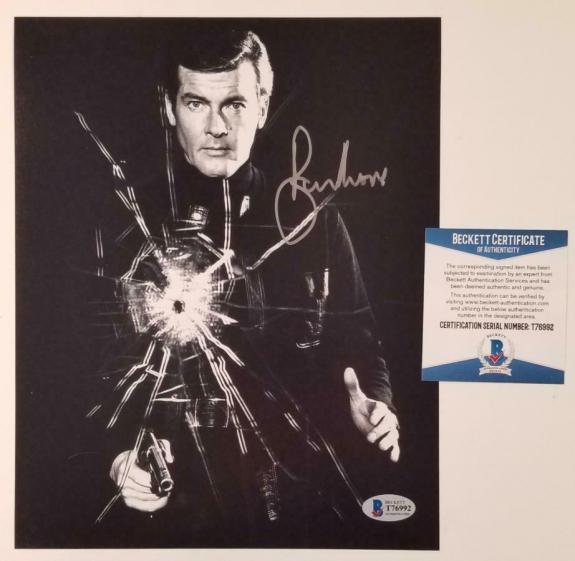 Roger Moore James Bond Agent 007 signed 8x10 photo Autograph ~ Beckett BAS COA